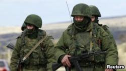 Naoružane jedinice u Simferopolju, na Krimu