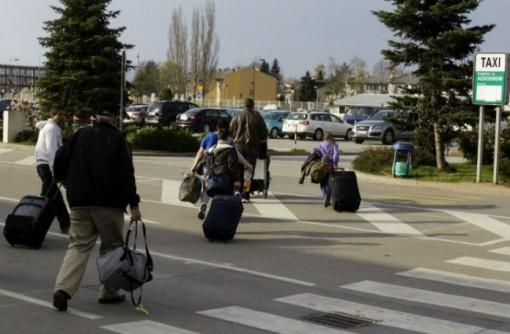 azilanti-sarajevski-aerodrom-696x456