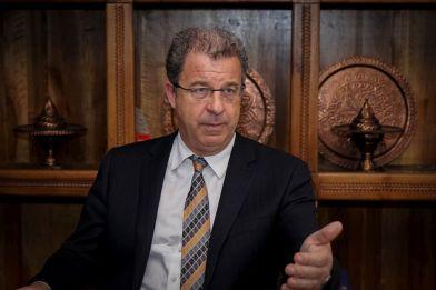 - Glavni tužilac Haškog tribunala Serge Brammertz u intervjuu za Anadolu Agency (AA) govorio je o žalbi koju tužilaštvo priprema u slučaju oslobađajuće presude predsjedniku Srpske radikalne stranke Vojislavu Šešelju, presudi bivšem predsjedniku Republike Srpske Radovanu Karadžiću, te očekivanjima od presude bivšem komandatnu Vojske RS-a Ratku Mladiću. Brammertz se osvrnuo i na saradnju tužilaštava Bosne i Hercegovine, Srbije i Hrvatske u procesuiranju ratnih zločina. ( Elman Omiç - Anadolu Agency )