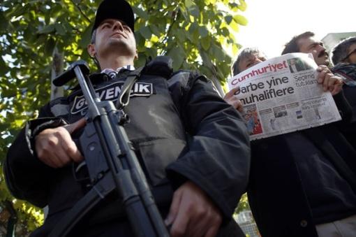 ISTANBUL – Turske vlasti su privele 76 profesora jednog univerziteta u Istanbulu, u okviru istrage o pokretu koji, smatraju odgovornim za julski pokušaj puča, prenele su danas turske novinske agencije.