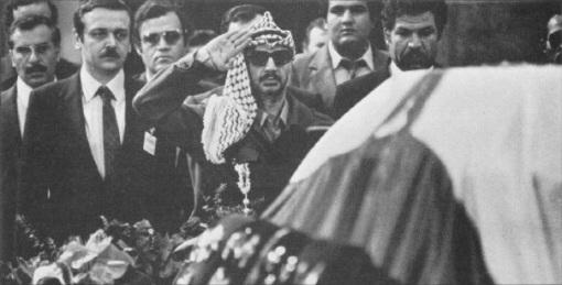 Yasser Arafat je salutirao vojnički, a Saddam Hussein se pokraj lijesa zadržao najduže, sve dok ga ljudi iz protokola nisu zamolili da ode budući da je iza njega bilo još mnoštvo delegacija
